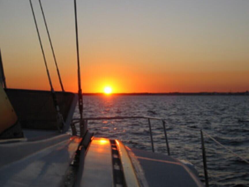 Romantiškas plaukimas burine jachta Trakuose