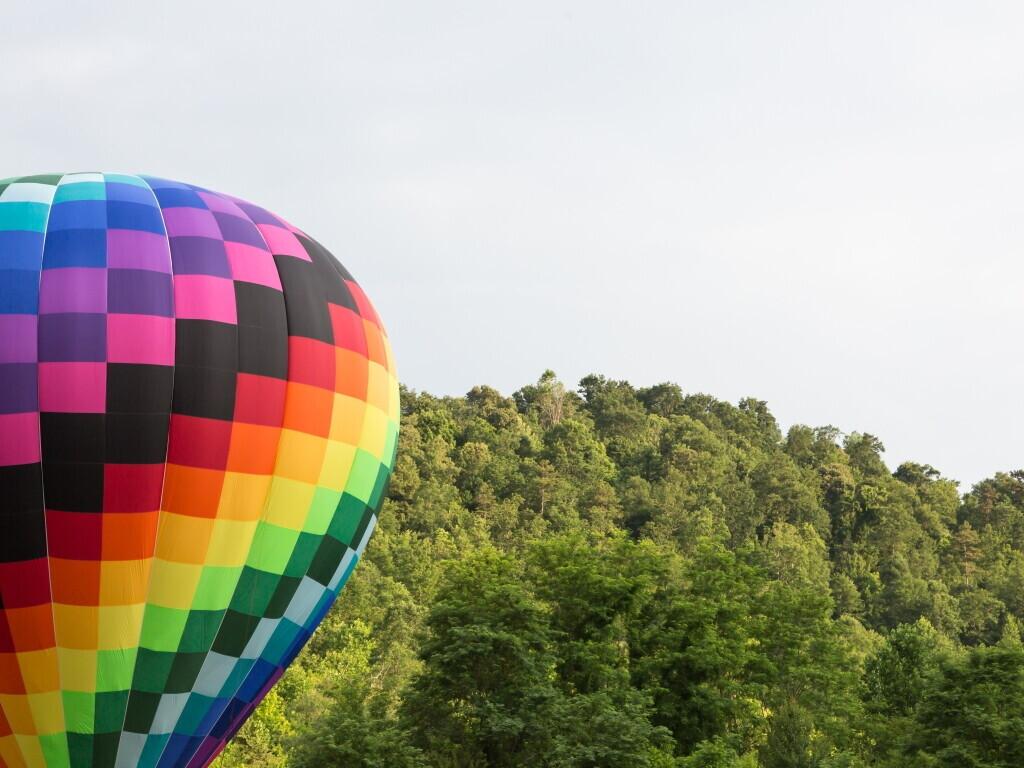 Skrydis oro balionu šešių asmenų kompanijai