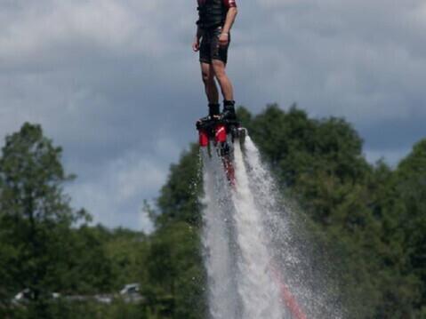"""Skrydis virš vandens """"Flyboard"""" raketa"""