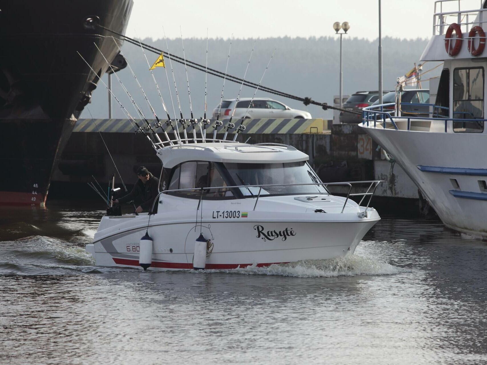 Visos dienos menkių žūklė Baltijos jūroje