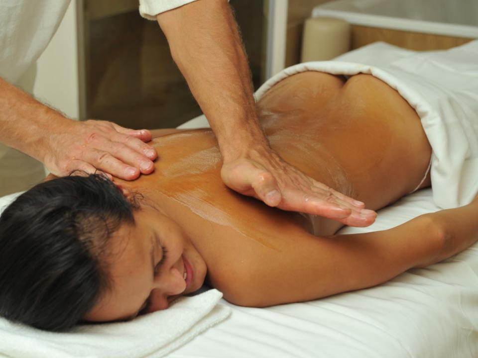 Ajurvedinis aliejinis viso kūno masažas