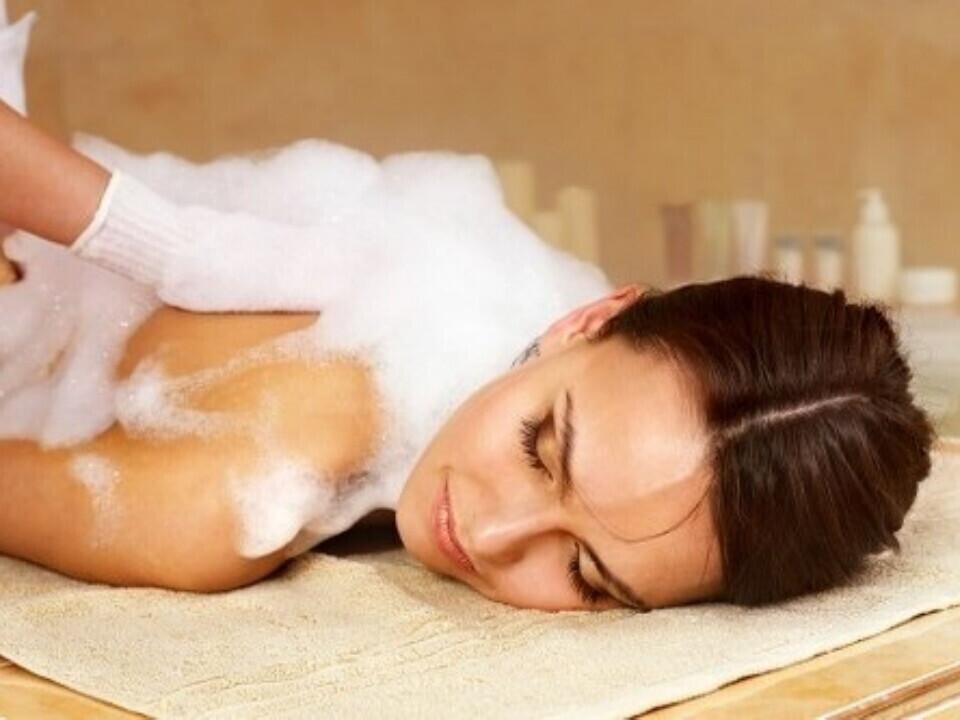 Muilinis masažas ant hamamo
