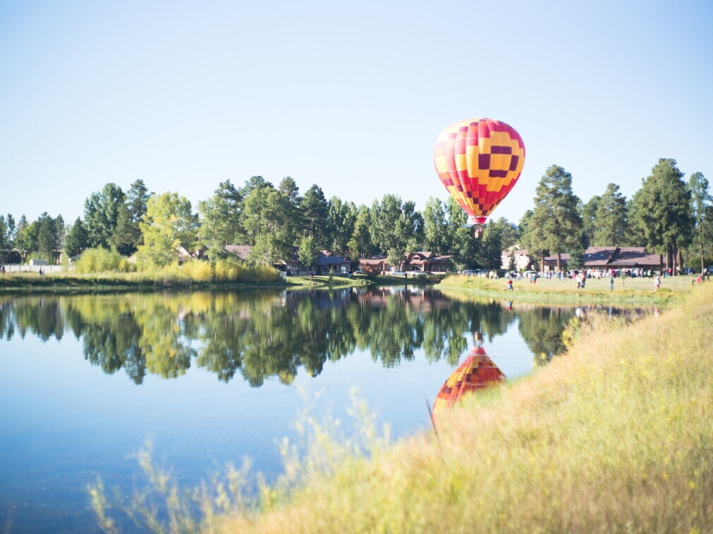 Skrydis oro balionu Dzūkijoje TIK DVIESE