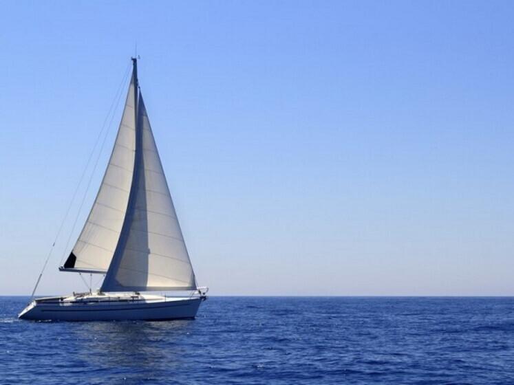 Romantiškas plaukimas jachta Kuršių mariose tik dviese