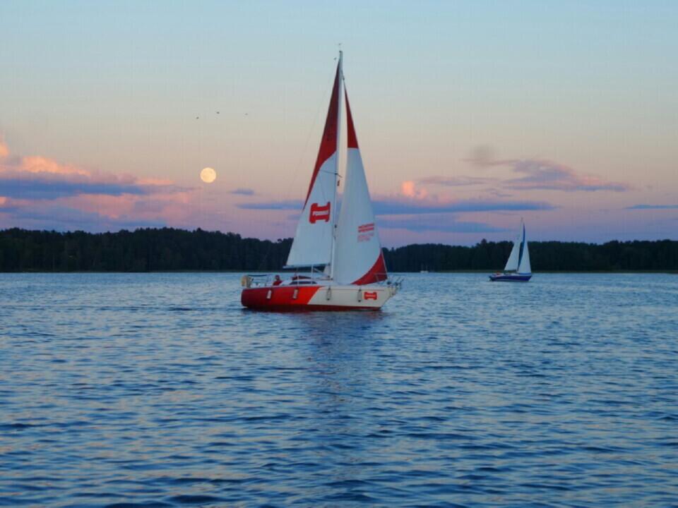 Romantiškas plaukimas jachta Trakuose