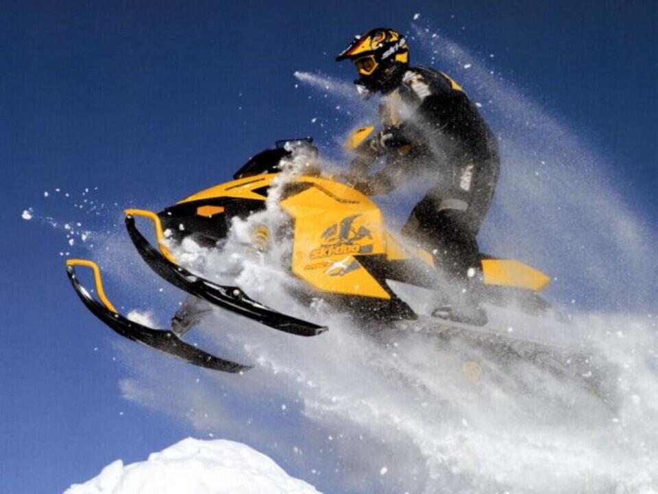 Ekstremalus pasivažinėjimas sniego motociklu su patyrusiu instruktoriumi