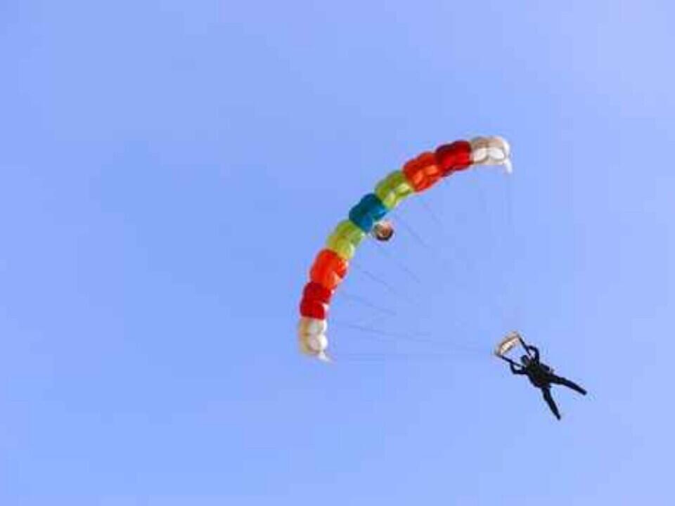 Šuolis sparno tipo parašiutu