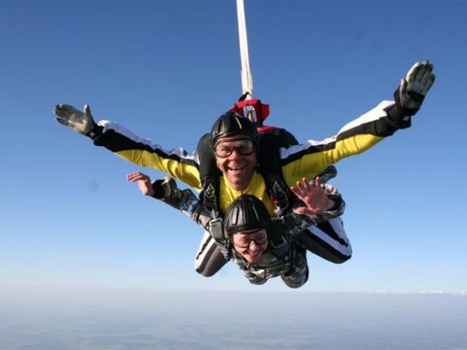 Šuolis dviviečiu parašiutu iš 10000 pėdų aukščio