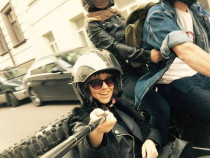 Pasivažinėjimas senoviniu motociklu lopšyje dviems