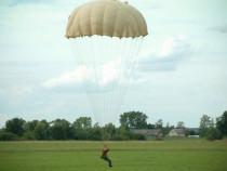 Šuolis apvaliu parašiutu