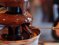 Šokolado fondiu – fontanas kompanijai