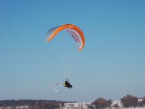 Pramoginis skrydis dviviečiu parasparniu su pilotu