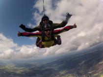 Šuolis dviviečiu parašiutu su instruktoriumi
