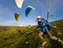 Akrobatinis skrydis parasparniu