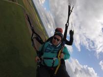 Ekstremalus skrydis parasparniu su triukais