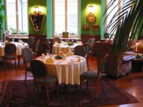 """Vakarienė angliško stiliaus restorane """"Sonetai"""" ir bare """"Gaublys"""""""